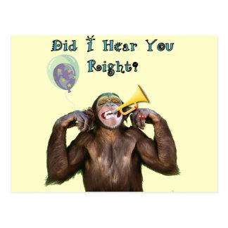 Chimpanzé drôle au-dessus de l'anniversaire de cartes postales