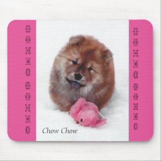 Chiot espiègle tapis de souris