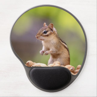 Chipmunk with peanuts gel mouse pad