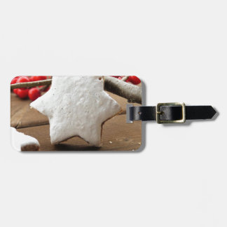 Christmas berries and zimtstern luggage tag