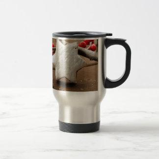 Christmas berries and zimtstern travel mug