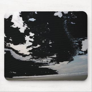 Ciel et plage blancs noirs de photo d'abrégé sur g tapis de souris