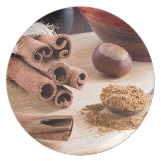 Cinnamon sticks and powder plate