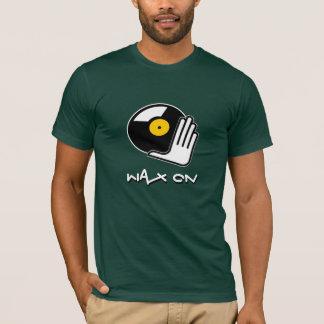 Cire sur le T-shirt du DJ d'éraflure