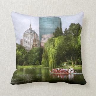 City - Boston Ma - Boston public garden Throw Pillow