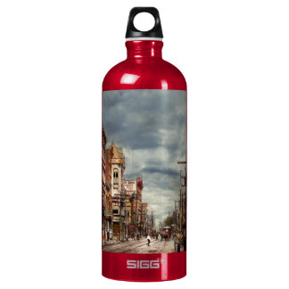 City - NY - The ever changing market place 1906 Water Bottle