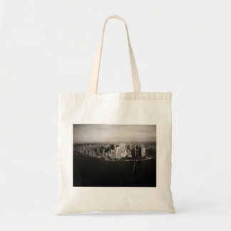 City that never sleeps tote bag