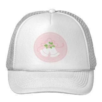 Cloches de mariage en pastel roses casquette de camionneur