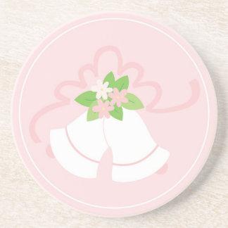 Cloches de mariage en pastel roses dessous de verre