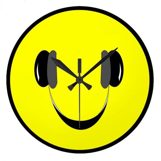Clock Smiley music lover