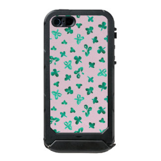 Clover Leaves iPhone SE/5/5s Case Incipio ATLAS ID™ iPhone 5 Case