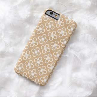 Clover Pattern on Faux Wood iPhone 6 Case