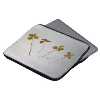 Clovers, clover sheets, Vergänglichkeit Laptop Sleeve