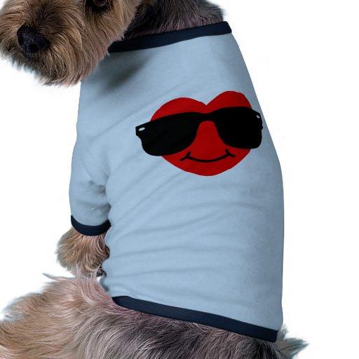 Coeur avec des lunettes de soleil manteaux pour chien