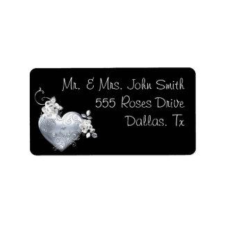 Coeur en filigrane argenté et roses blancs étiquette d'adresse
