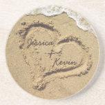 Coeur personnalisé dans les caboteurs de sable dessous de verres