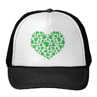 Coeur vert irlandais de shamrock casquettes