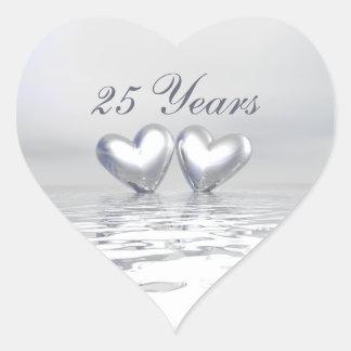 Coeurs argentés d anniversaire autocollant en cœur