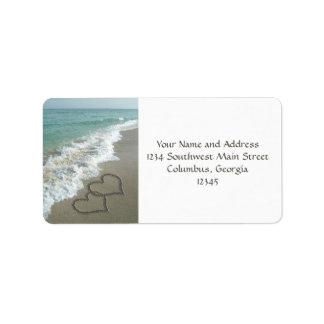 Coeurs de sable sur la plage étiquette d'adresse