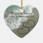 Coeurs romantiques sur l'ornement de Noël de plage