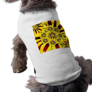 Collage floral de jaune gai lumineux d'été tee-shirts pour chien