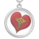 Collier de coeur de caducée