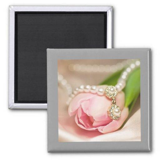 Collier de perle et aimant de tulipe