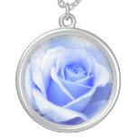 Collier de rose de bleus layette