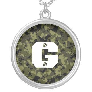 Collier Les militaires de camouflage dénomment