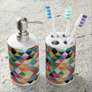 Color triangle pattern toothbrush holder