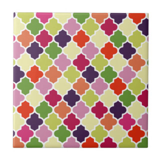 Colorful quatrefoil pattern tile