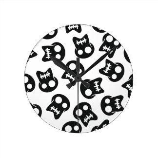 Comic Skull black pattern Round Clock