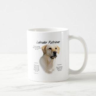 Conception (jaune) d'histoire de labrador retrieve mug