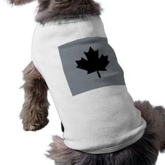 Conception noire canadienne de feuille d'érable manteau pour toutous