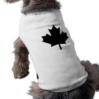 Conception noire canadienne de feuille d'érable t-shirts pour chien