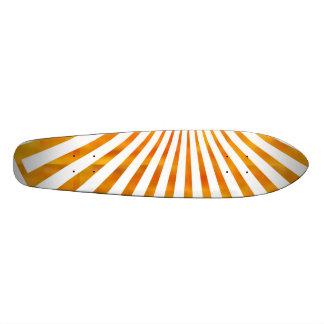 Coucher du soleil d'or de soleil planches à roulettes