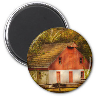 Country - Barn - Out to pasture Magnet