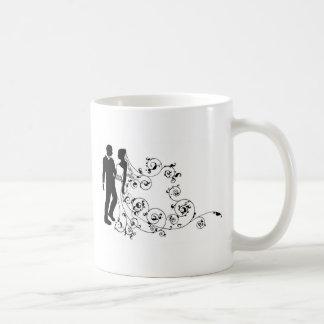 Couples de mariage de jeunes mariés de silhouette mugs