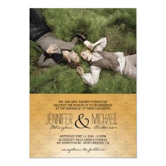 Couples doux étendant l'invitation de /Wedding Carton D'invitation 12,7 Cm X 17,78 Cm