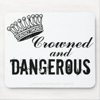 Couronné et dangereux tapis de souris