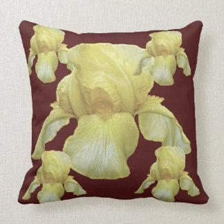 Coussin art blanc d'iris teinté par jaune sur le brun