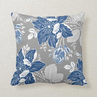 Coussin décoratif floral bleu-foncé de blanc gris