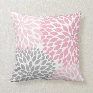 Coussin floral de dahlia gris rose