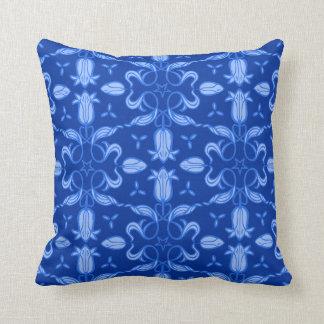 Coussin La torsion bleue de fleur et de feuille de tulipe
