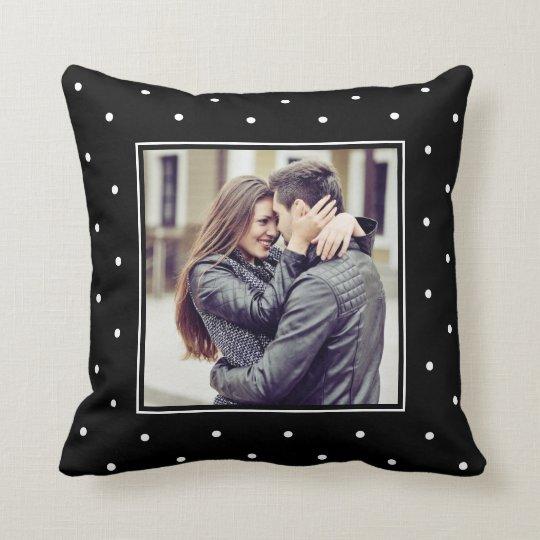 coussin pois noir et blanc moderne avec votre photo. Black Bedroom Furniture Sets. Home Design Ideas