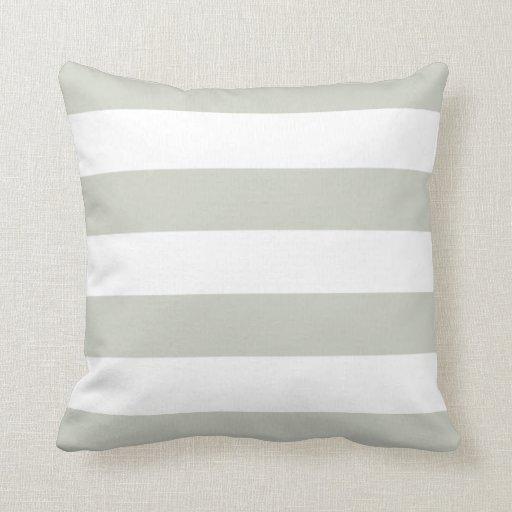 Coussin rayé gris-clair et blanc  Zazzle