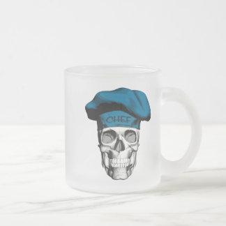 Crâne bleu de chef de chapeau mug en verre givré