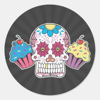 Crâne et petits gâteaux de sucre sticker rond