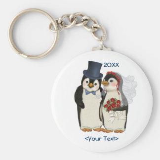 Cravate de jeunes mariés de mariage de pingouin -  porte-clé rond