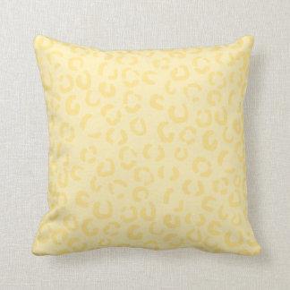 Creamy Yellow Leopard Print Pattern. Throw Pillow